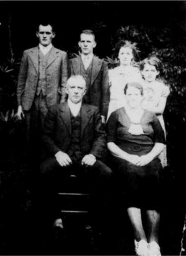 Doris, Marvin, Ivery and Hazel Kimble in back row. Seated were Mr. & Mrs. Taylor Kimble, circa 1935.