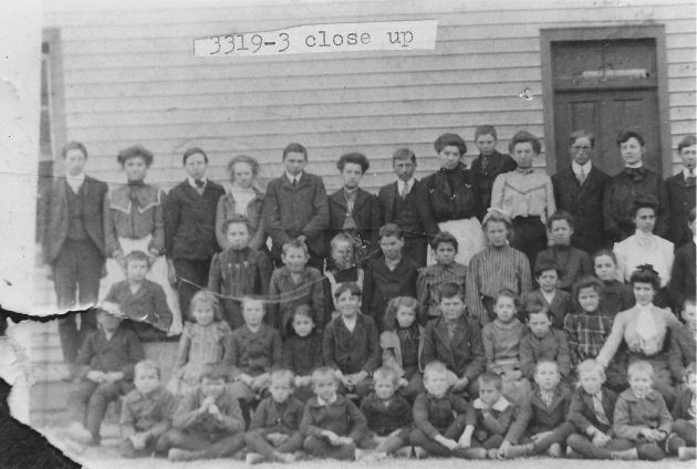 [3319-3] Close-up of Calloway School circa 1903-1904 photo.